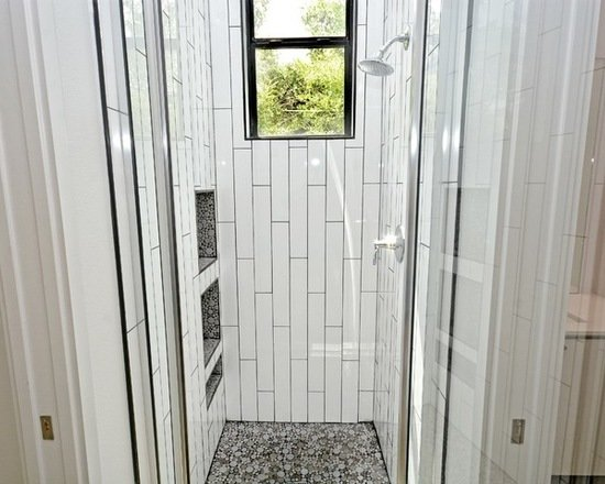Modern home with bath room and enclosed shower. Photo 2 of 809 W. Live Oak