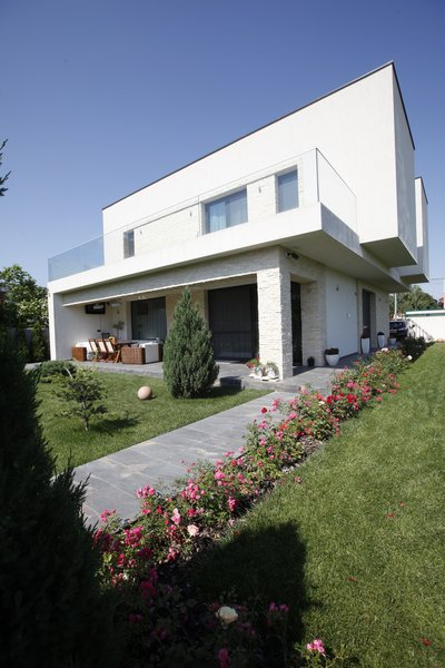 Modern home with outdoor, grass, front yard, and garden. Photo 2 of Voluntari Residence