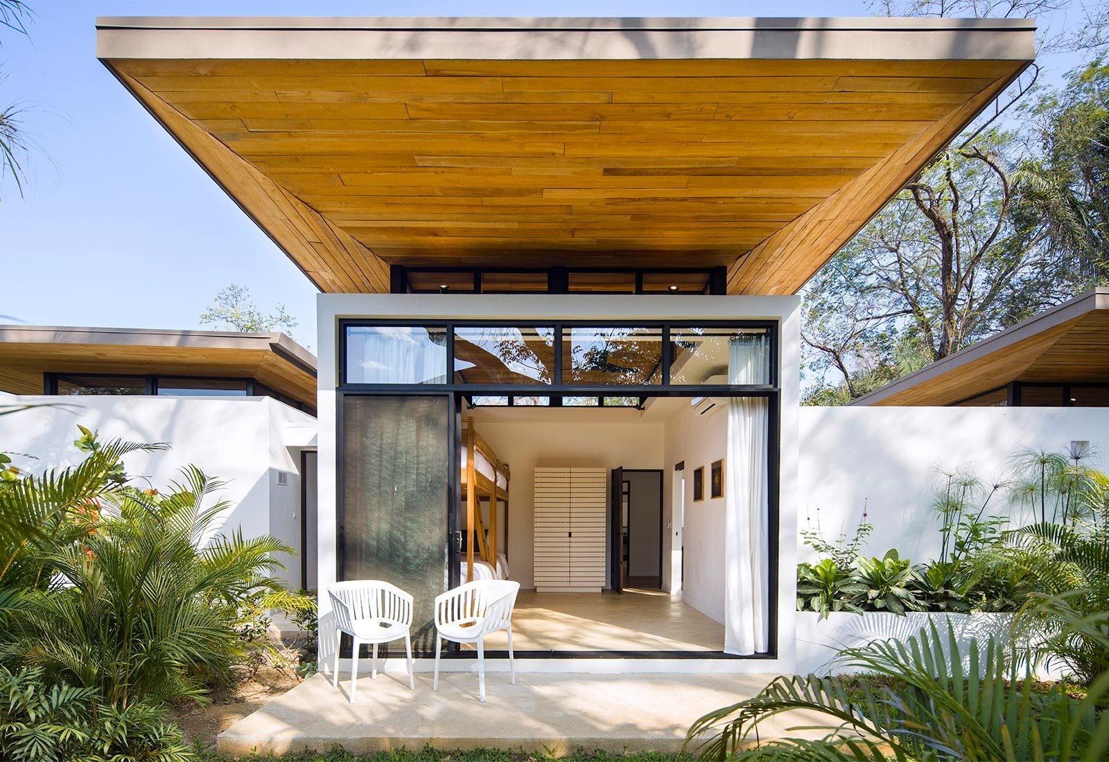 Tagged: Outdoor, Back Yard, Trees, Grass, and Gardens.  Nalu by Studio Saxe