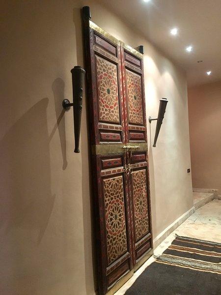 http://abnb.me/EVmg/ZerWHwW7KD Photo  of ROYALRIAD MARRAKECH modern home