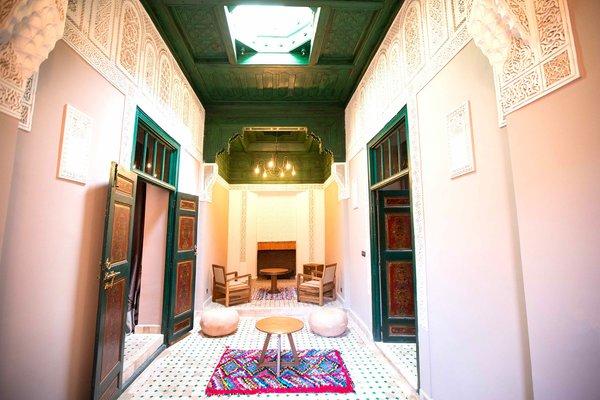 http://abnb.me/EVmg/ZerWHwW7KD Photo  of Royal Riad Marrakech modern home