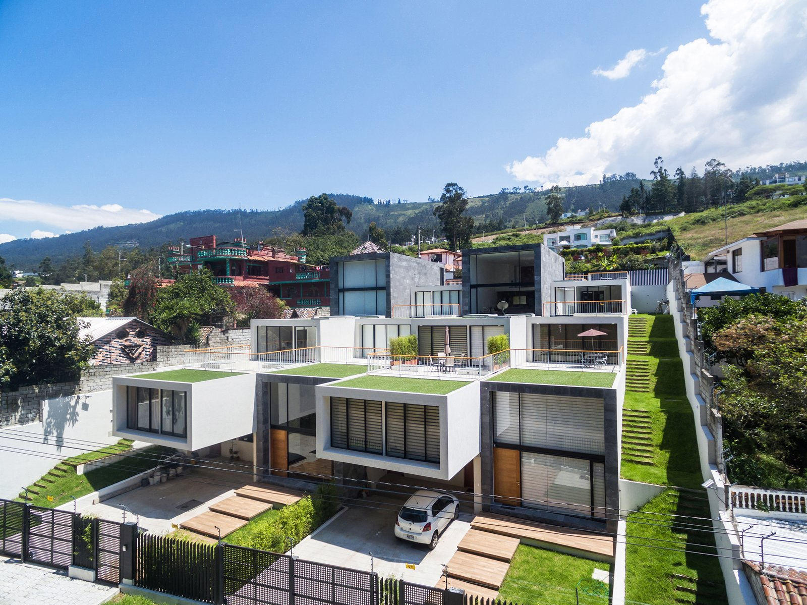 Tagged: Outdoor, Garden, Front Yard, Rooftop, Side Yard, Grass, Gardens, and Metal Fences, Wall.  FF Houses by TEC Taller EC