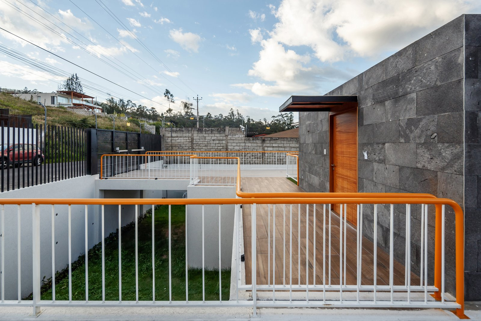 Tagged: Outdoor, Back Yard, Tile Patio, Porch, Deck, and Metal Fences, Wall.  FF Houses by TEC Taller EC