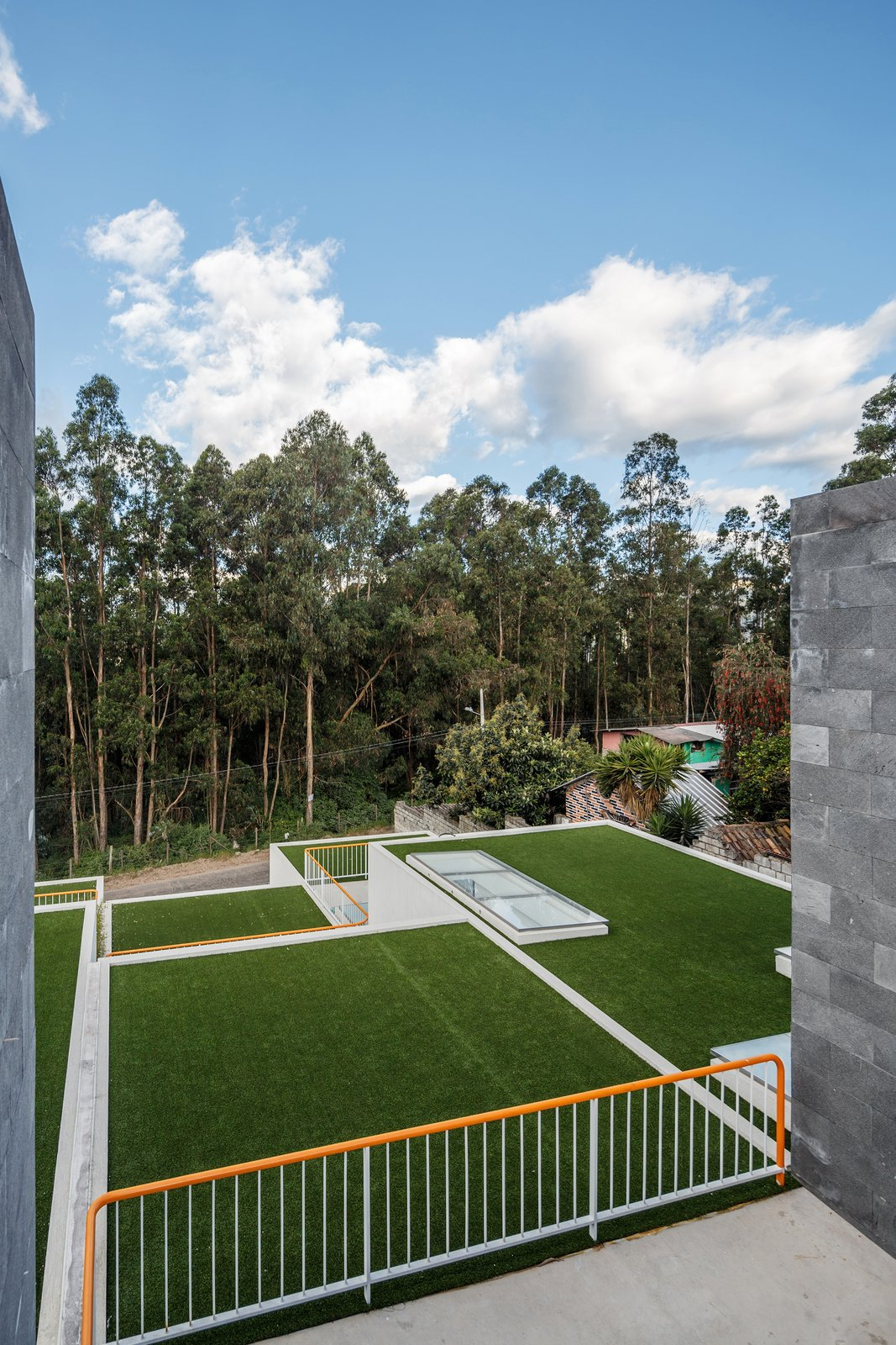 Tagged: Outdoor, Trees, Front Yard, Gardens, and Rooftop.  FF Houses by TEC Taller EC
