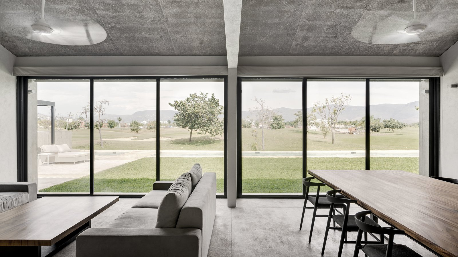Tagged: Chair, Sofa, Dining Room, Concrete Floor, and Table.  Casa Paraíso by DCPP by LCMX