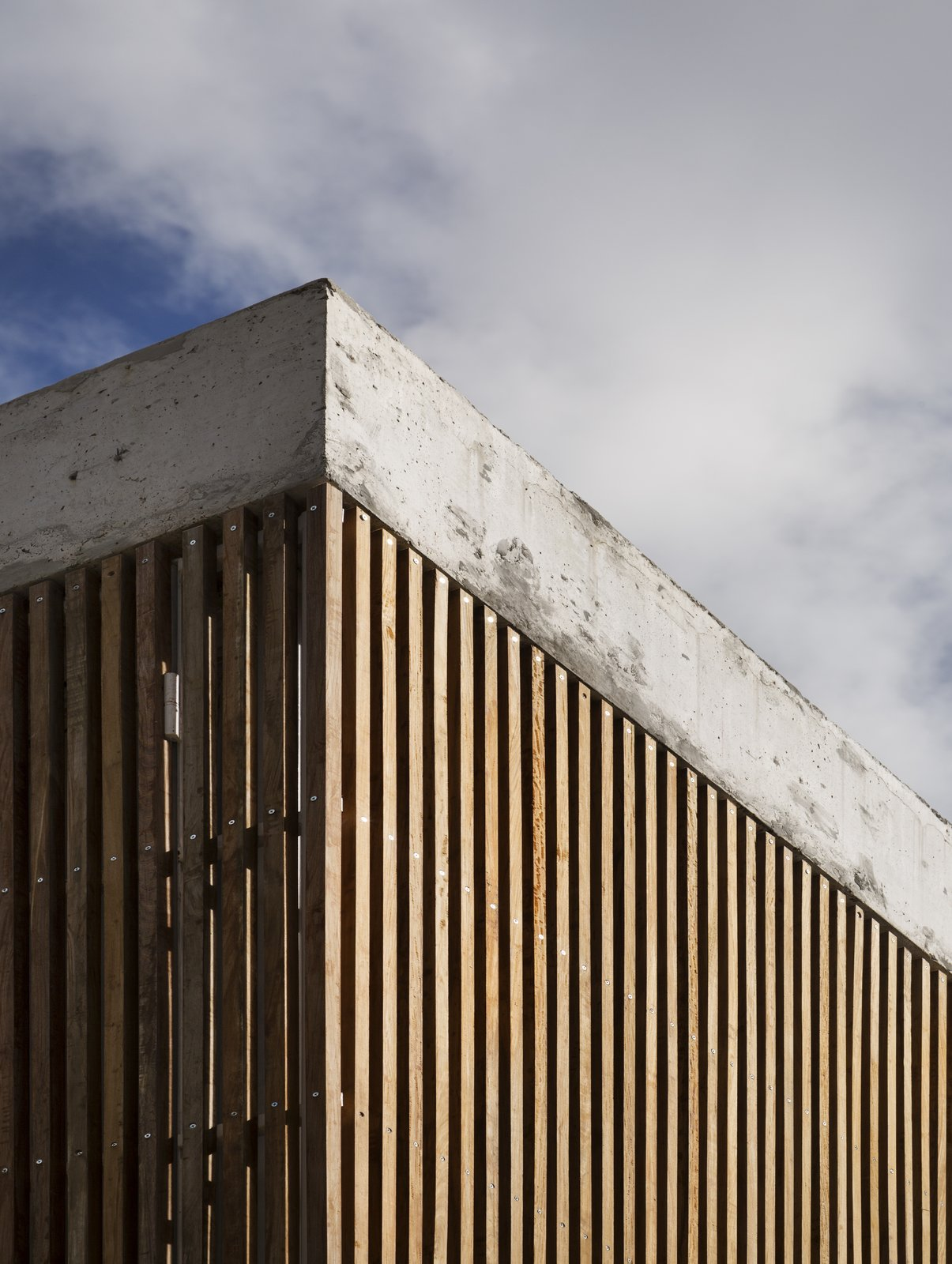 Detail Tagged: Outdoor, Wood Patio, Porch, Deck, Concrete Patio, Porch, Deck, and Wood Fence. Casa Plaza by mass arquitectos