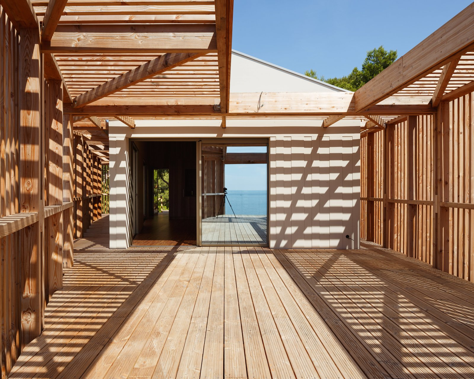 Tagged: Outdoor, Back Yard, Wood Patio, Porch, Deck, and Wood Fence. The KGET in Marseille by Pierre-vincent Debatte
