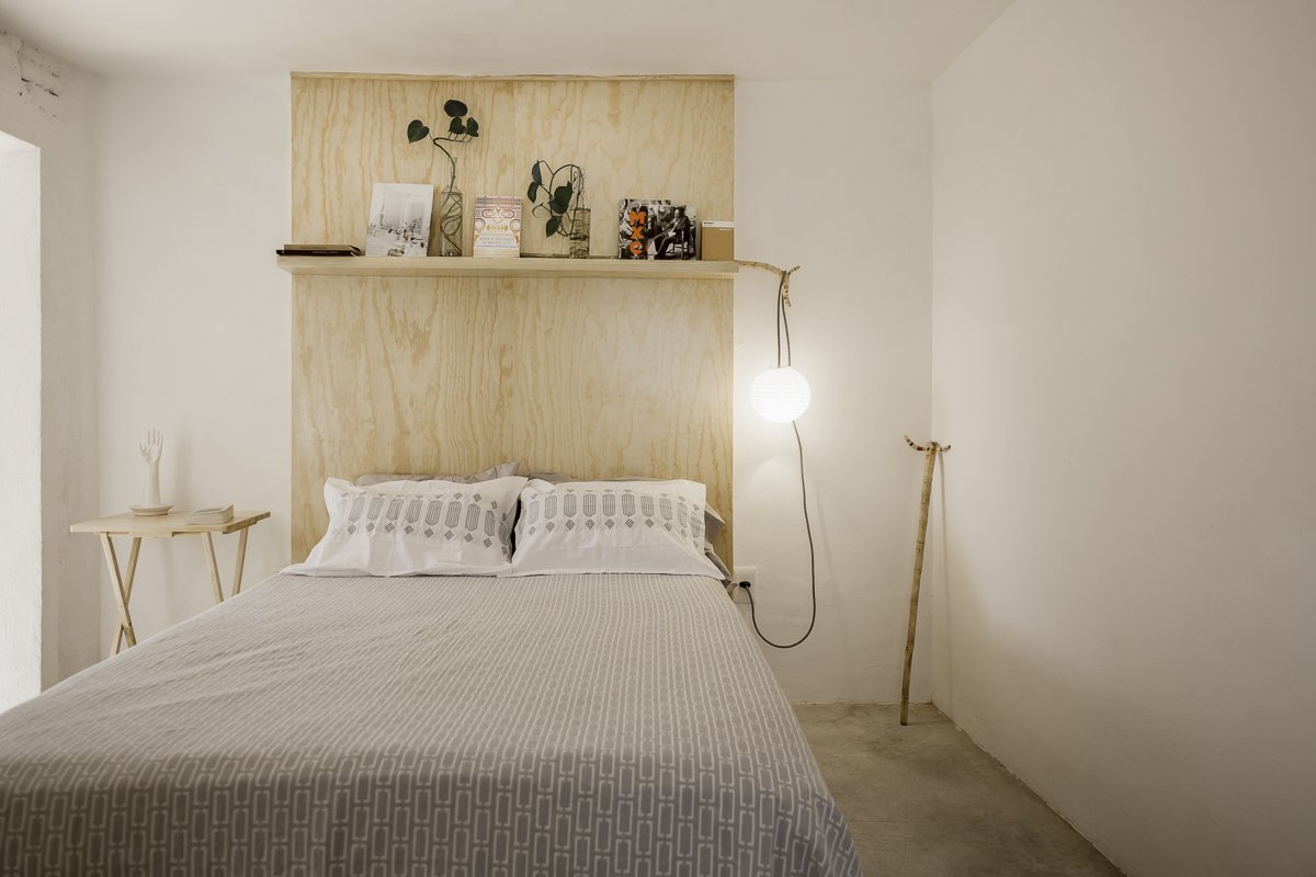 Bedroom Tagged: Bedroom, Bed, Shelves, Bookcase, Pendant Lighting, and Concrete Floor.  Narvarte Terrace by PALMA