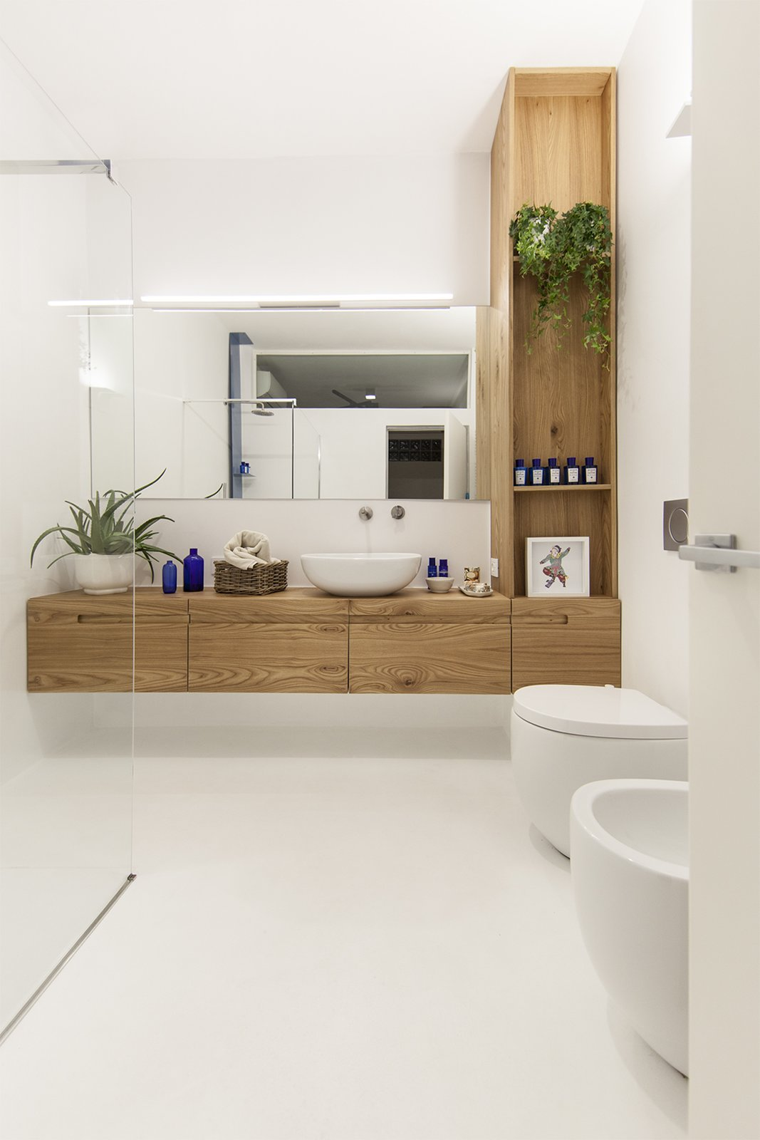 bathroom Tagged: Bath Room and Open Shower.  Iterior DM by Didonè Comacchio