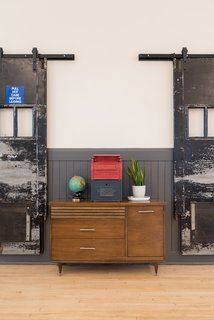 A Historic U.S. Post Office Is Transformed Into a Digital Agency's New Modern Office - Photo 5 of 15 -