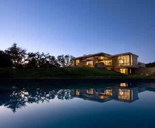 Top 5 Homes of the Week That Are Strongly Connected to Bodies of Water - Photo 4 of 6 -