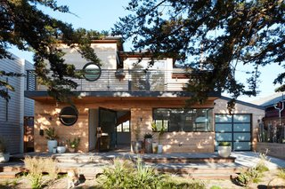 This Beachside Pad in San Francisco Is the Stuff of Surfers' Dreams - Photo 4 of 9 -