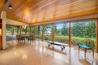A Waterfront Washington Home Designed by a Renowned Spokane Architect Is Listed For $675K - Photo 2 of 10 -