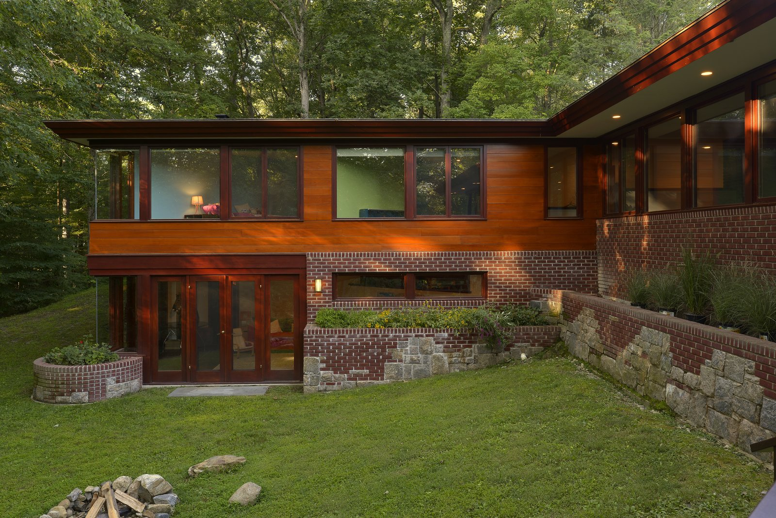 a renovated usonian gem shows off modern organic architecture. Black Bedroom Furniture Sets. Home Design Ideas