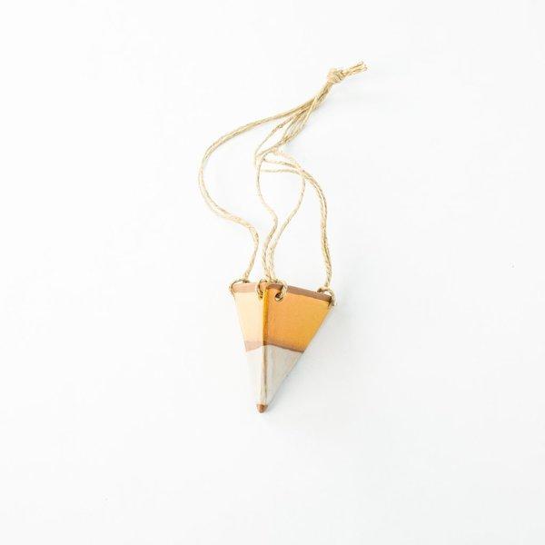 Kristen Saksa Juen Triangle Hanging Planter – Honey