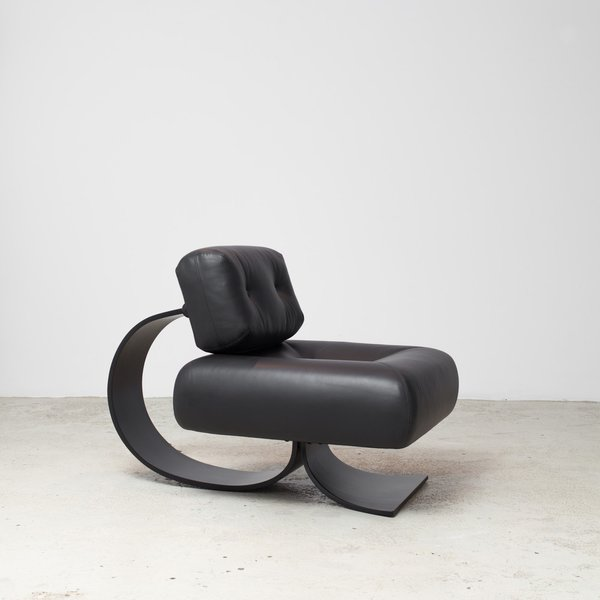 Oscar Niemeyer Alta Chair
