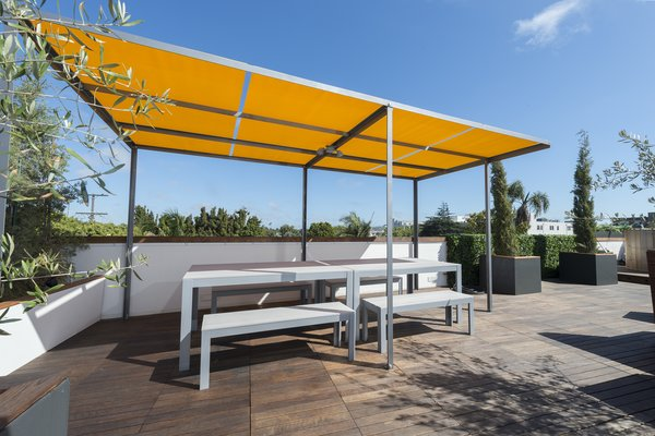 Roof deck pergola