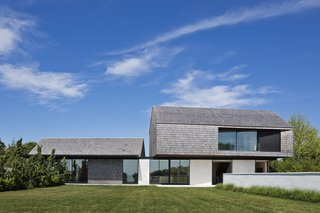 Top 5 Homes of the Week With Stunning Black, White, and Gray Facades - Photo 3 of 10 -