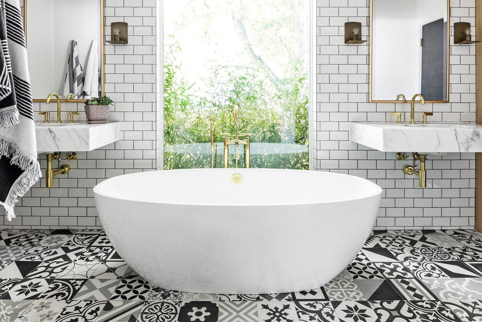 Tagged: Bath Room, Subway Tile Wall, and Ceramic Tile Floor.  Best Photos from interiors