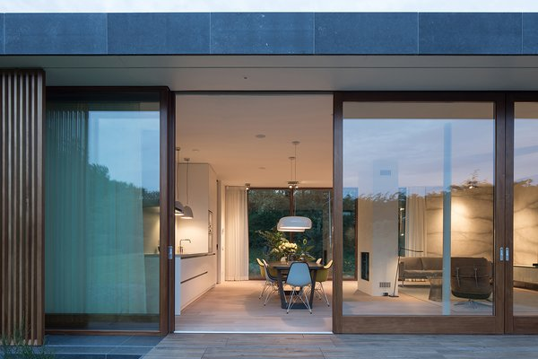 Villa H | sliding doors blend in- and outdoor space