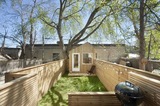 This Architect's Tiny Studio Is the Ultimate Backyard Workspace - Photo 4 of 9 -