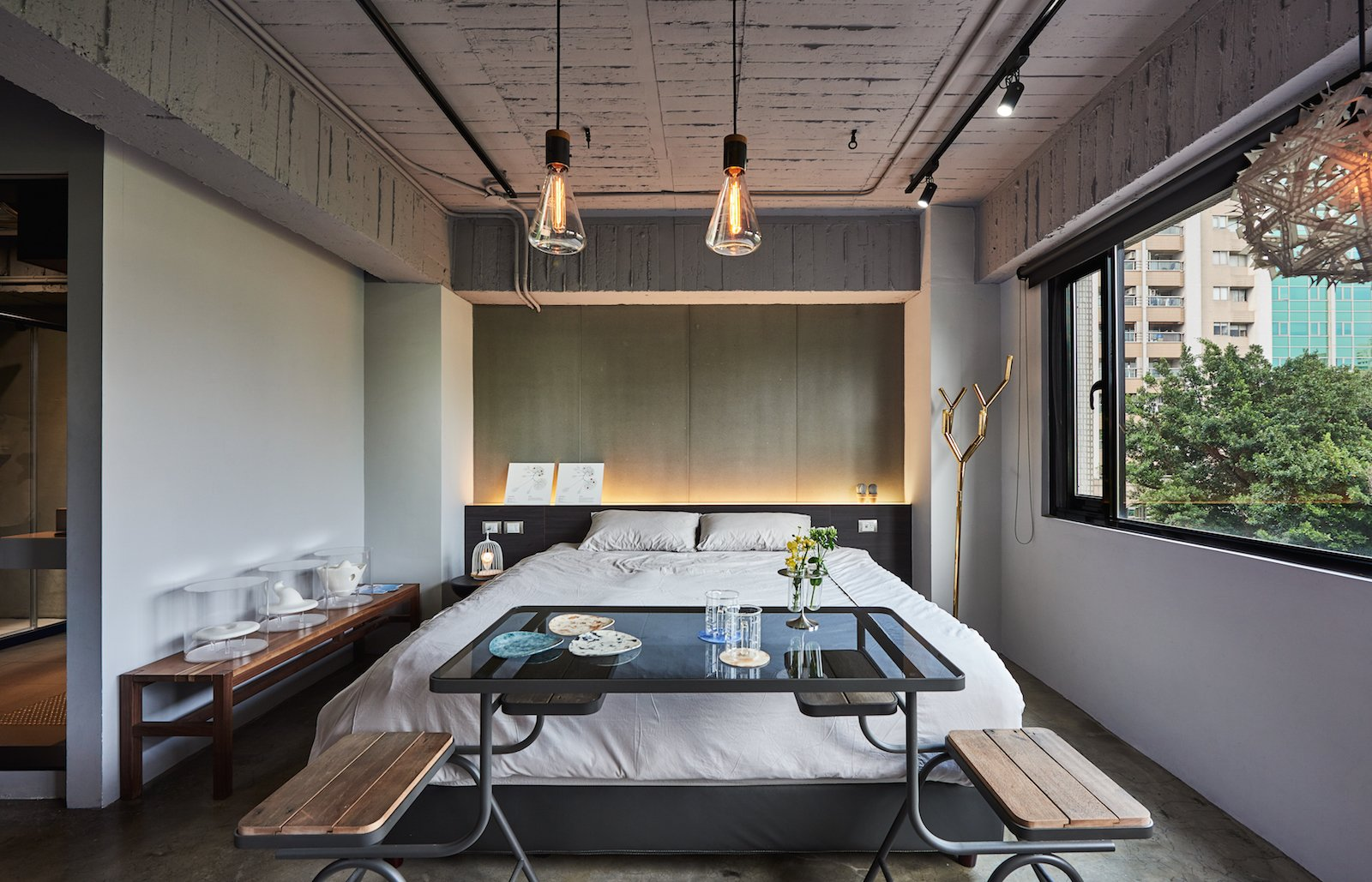 Located on the fifth floor of an unassuming building in Datong district, Play Design Hotel is a hidden gem with only a small sign to announce its presence. Polished concrete walls and floors coupled with large, black, metal-framed windows create an elegant backdrop for the hand-picked design objects sourced from over 100 local Taiwanese designers.