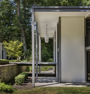 A Showstopping Midcentury in New Canaan Hits the Market - Photo 7 of 12 -