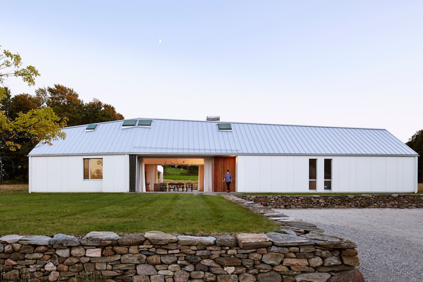 A LEED Gold Weekend Home Embraces the Ontario Landscape