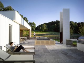 A LEED Gold Weekend Home Embraces the Ontario Landscape - Photo 7 of 16 -