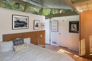 A Midcentury Schindler Gem With a Writer's Studio Asks $2.3M - Photo 10 of 16 -