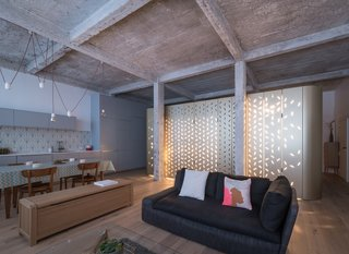 An Ingenious Gold Island Transforms an Industrial Apartment in Paris - Photo 13 of 16 -
