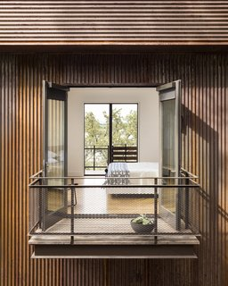A Spectacular Lakeside Retreat in Texas Embraces the Outdoors - Photo 3 of 10 -