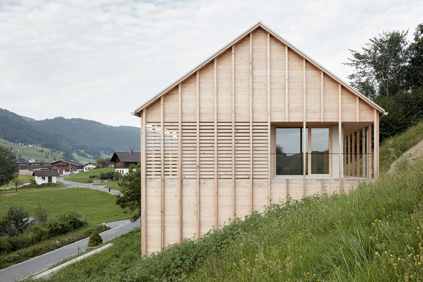 The roof was built with prefabricated wood elements.