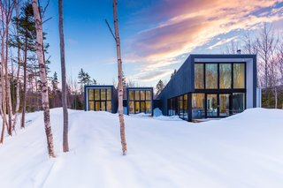 Top 5 Homes of the Week That Double as Winter Retreats - Photo 4 of 5 -