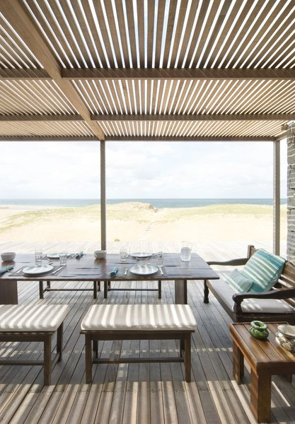 Exterior Dining to Beach
