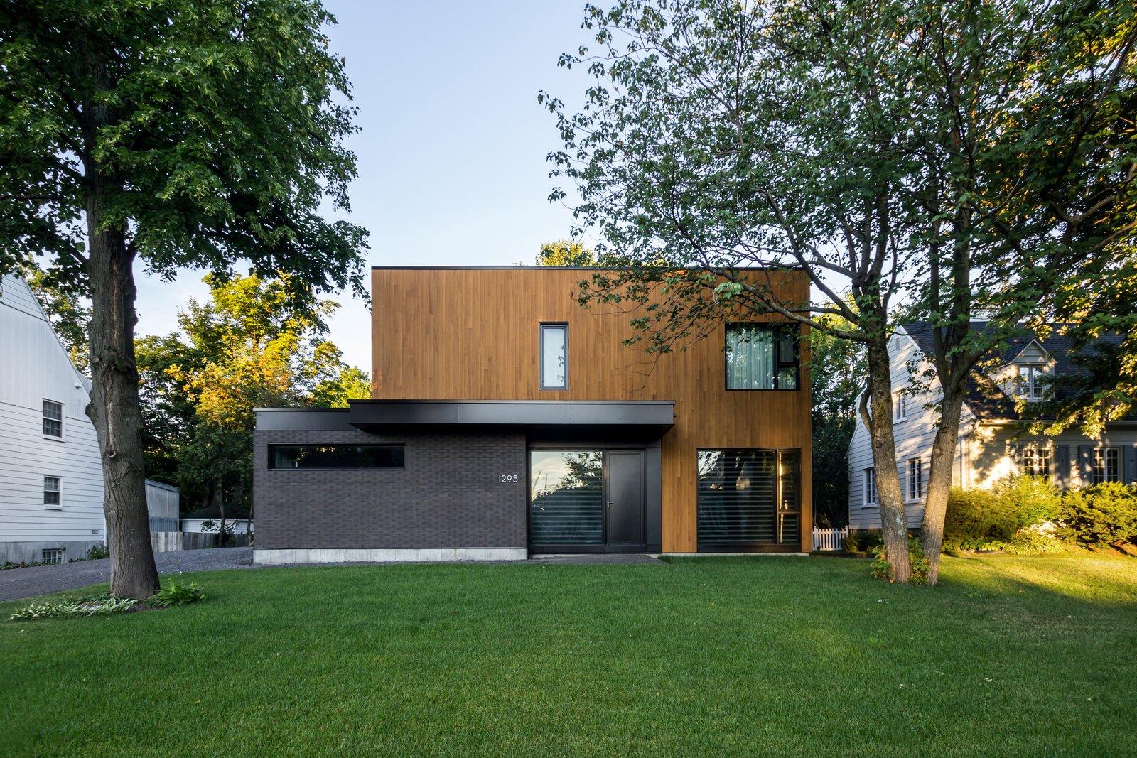 Oak residence modern home in ville de qu bec qu bec for Modern house quebec