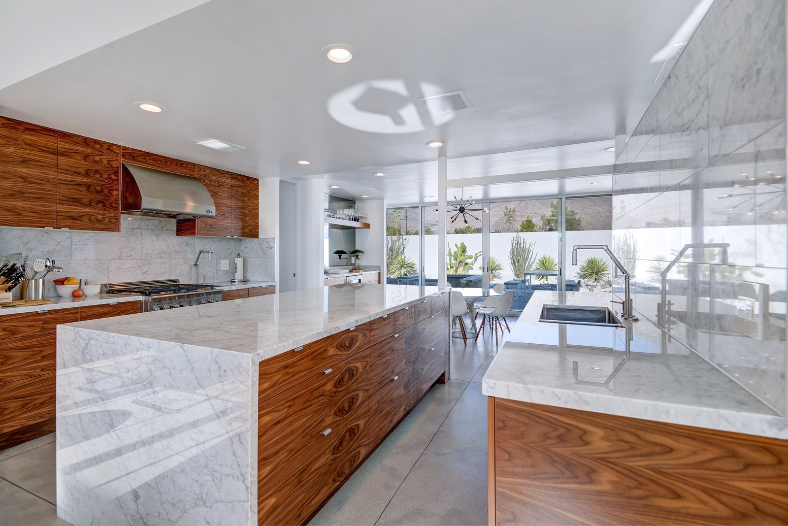 Fully renovated, modern kitchen with gas range, refrigerated drawers and ice maker for all of the Palm Springs cocktails!
